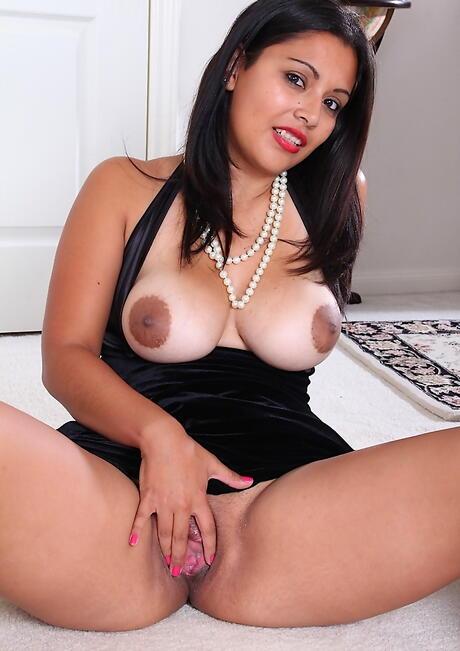 Latina Spreading Pictures