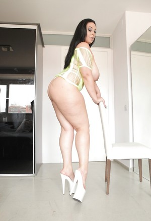 Latina in High Heels Pictures