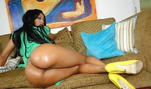 Oiled Latinas Pictures
