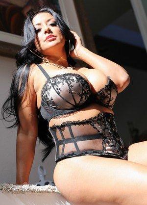 Latina Milfs Pictures