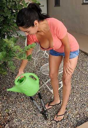 Latina Outdoor Pictures